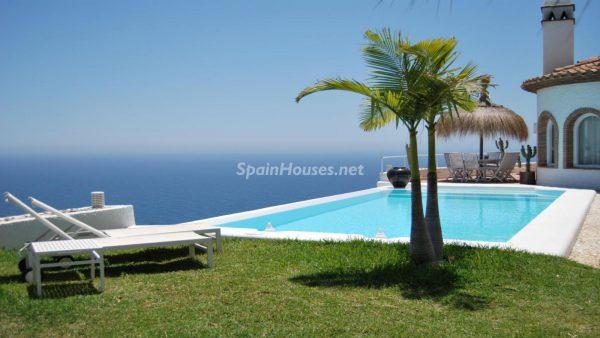 49335 2014903 foto 514702 600x338 - La villa perfecta para los amantes de lo exótico en Salobreña, Granada