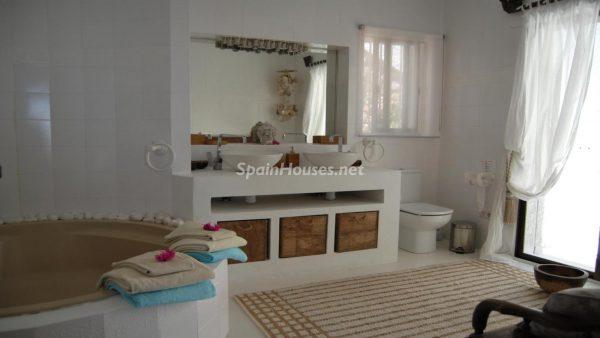 49335 2014903 foto 670341 600x338 - La villa perfecta para los amantes de lo exótico en Salobreña, Granada