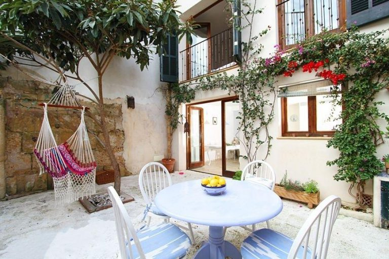 Descubre el encanto de esta casa tradicional mallorquina en Pollença, Baleares