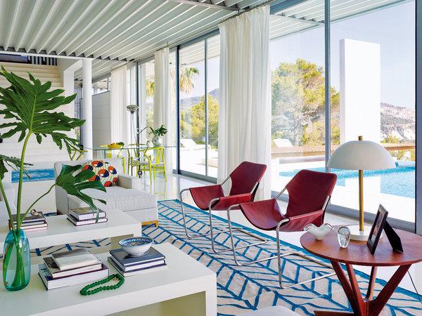 5 21 - Casa de blanco y azul en Cala Carbó, Ibiza: serena belleza abierta al Mediterráneo