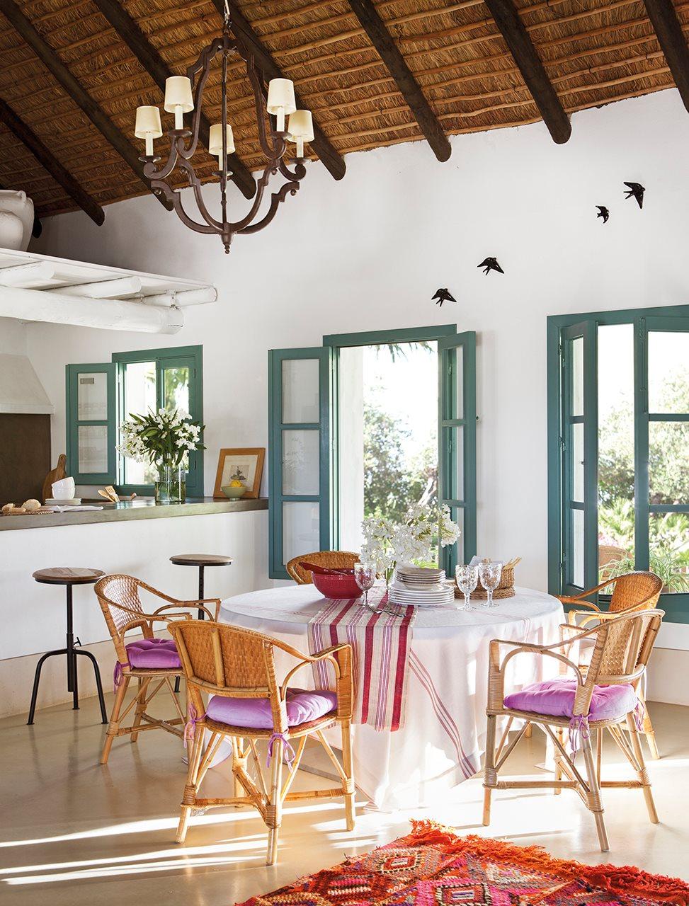 5 6 - Toque de encanto y color en Carmona (Sevilla): una casa entre olivos para alargar el verano