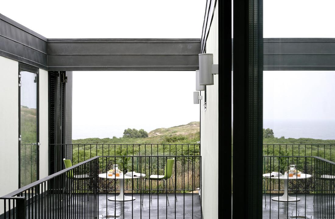 """5 casa - Casa Os: """"Techo verde"""" en el Cantábrico en busca de olas, viento y mar (Loredo, Cantabria)"""