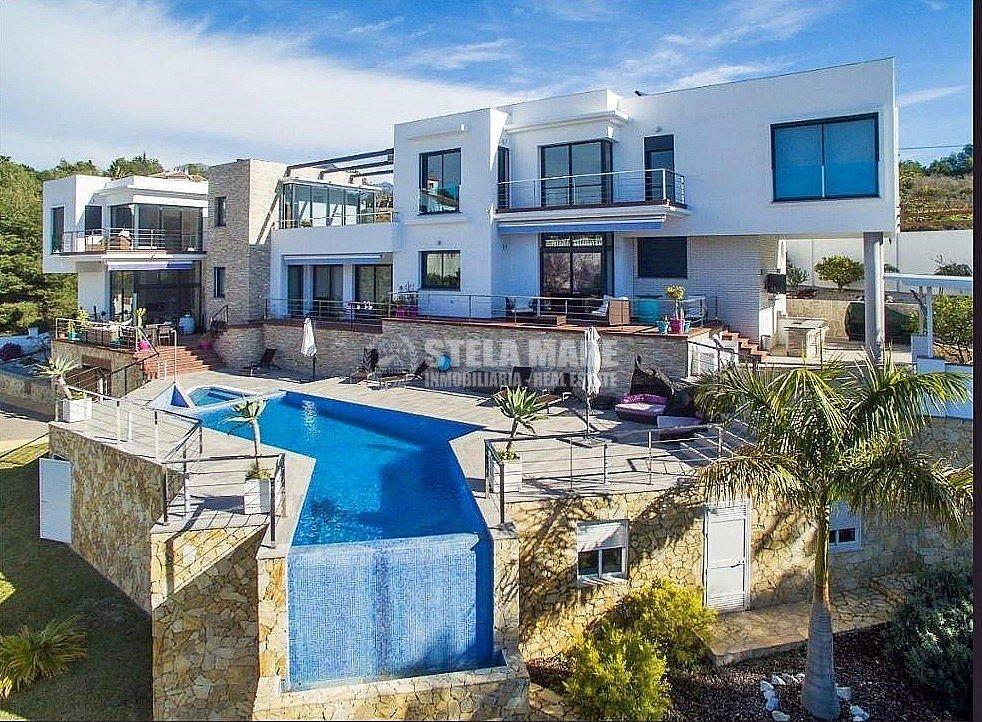 51743606 2793367 foto 442585 - Disfruta del encanto de Nerja en esta villa con  3 casas independientes. Diseñada para disfrutar en familia