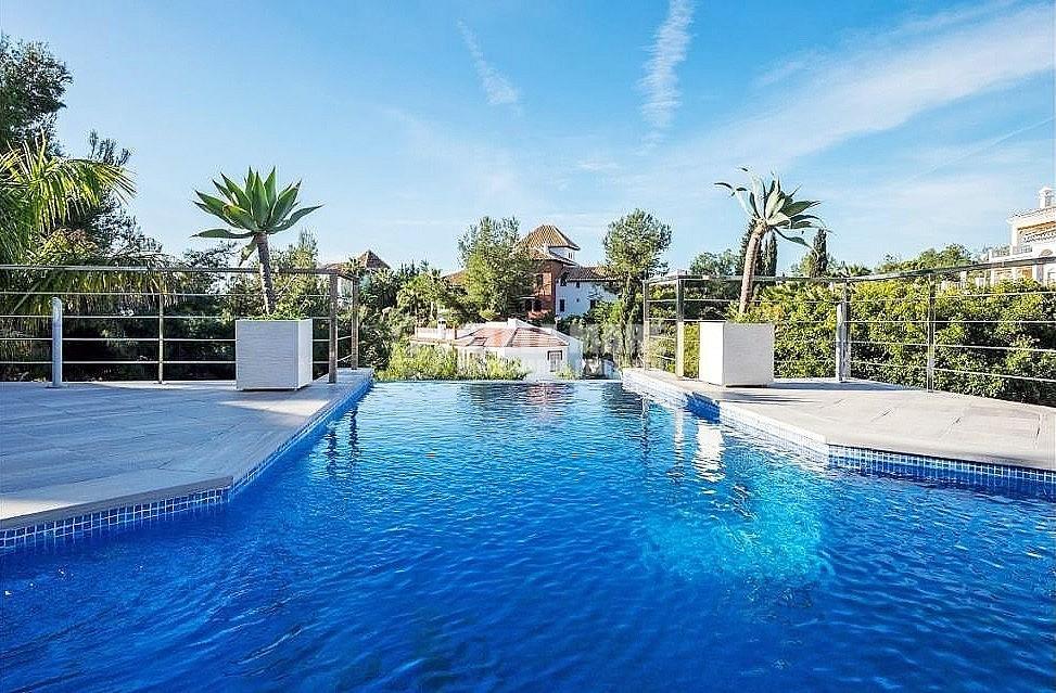 51743606 2793367 foto 492471 - Disfruta del encanto de Nerja en esta villa con  3 casas independientes. Diseñada para disfrutar en familia