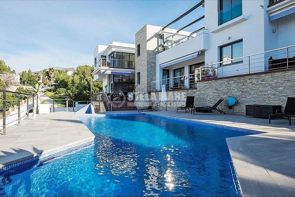 51743606 2793367 foto 559843 - Disfruta del encanto de Nerja en esta villa con  3 casas independientes. Diseñada para disfrutar en familia