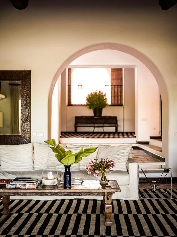"526 - Preciosa casa con un armonioso y cálido ambiente ""chill out"" en Cala D´Hort, Ibiza"