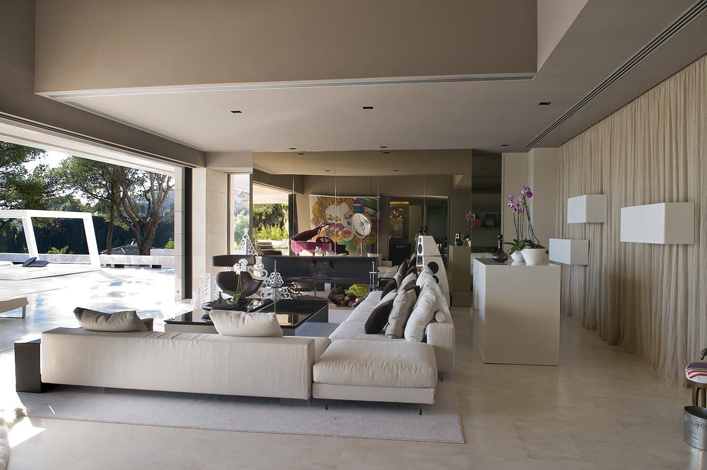 527 - Espectacular, imponente y lujosa casa de diseño en Puerto Banús (Marbella, Costa del Sol)