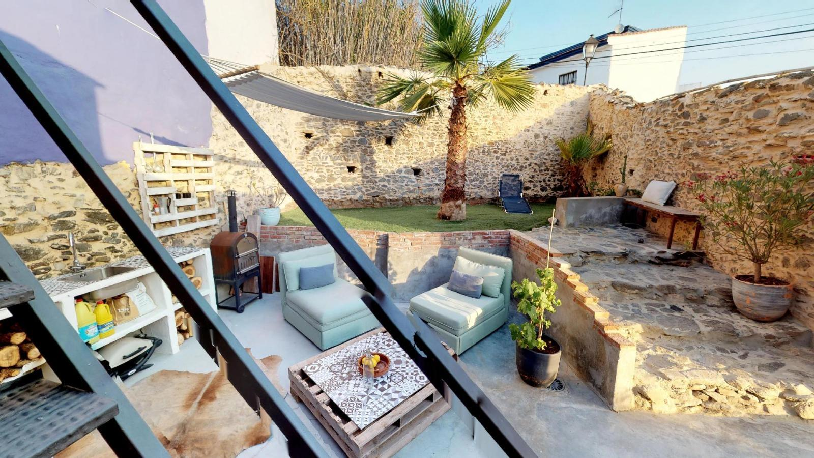 52724 1749334 foto 078121 600x382 1 - Vida al aire libre en esta encantadora casa de pueblo en Velez-Málaga