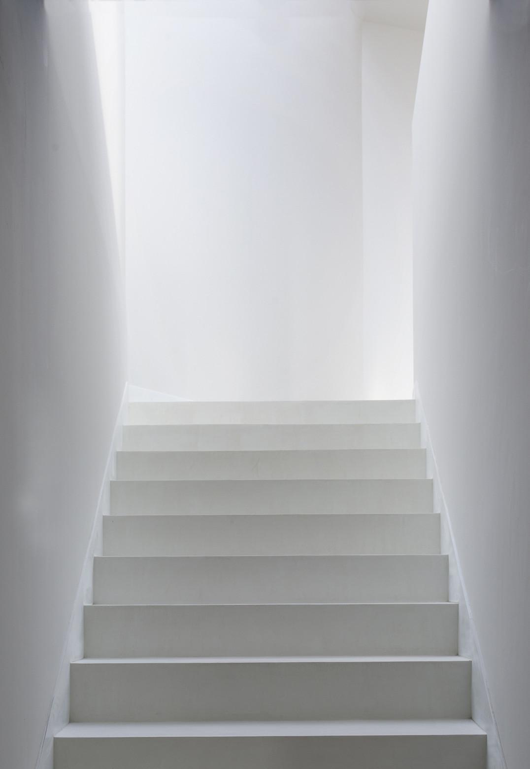 534 - Diseño tentacular y luminoso ambiente minimalista en Castellcir, Barcelona