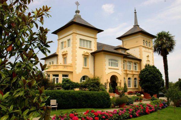 56997 1776682 foto 027037 1 600x399 - Un palacio de estilo modernista de principios de siglo XX en Navia (Asturias)