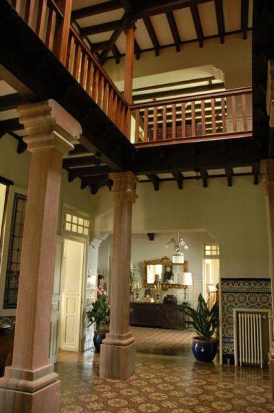56997 1776682 foto 318000 399x600 - Un palacio de estilo modernista de principios de siglo XX en Navia (Asturias)