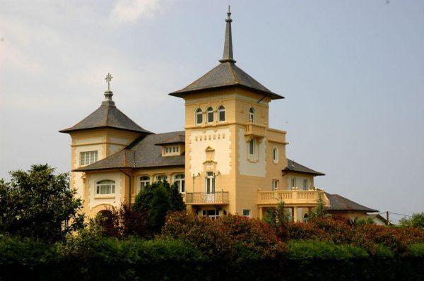 56997 1776682 foto 452776 600x398 - Un palacio de estilo modernista de principios de siglo XX en Navia (Asturias)