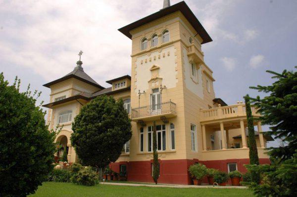 56997 1776682 foto 654104 600x398 - Un palacio de estilo modernista de principios de siglo XX en Navia (Asturias)