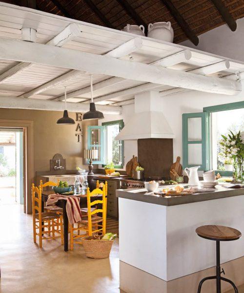 6 6 768x921 1 500x600 - Toque de encanto y color en Carmona (Sevilla): una casa entre olivos