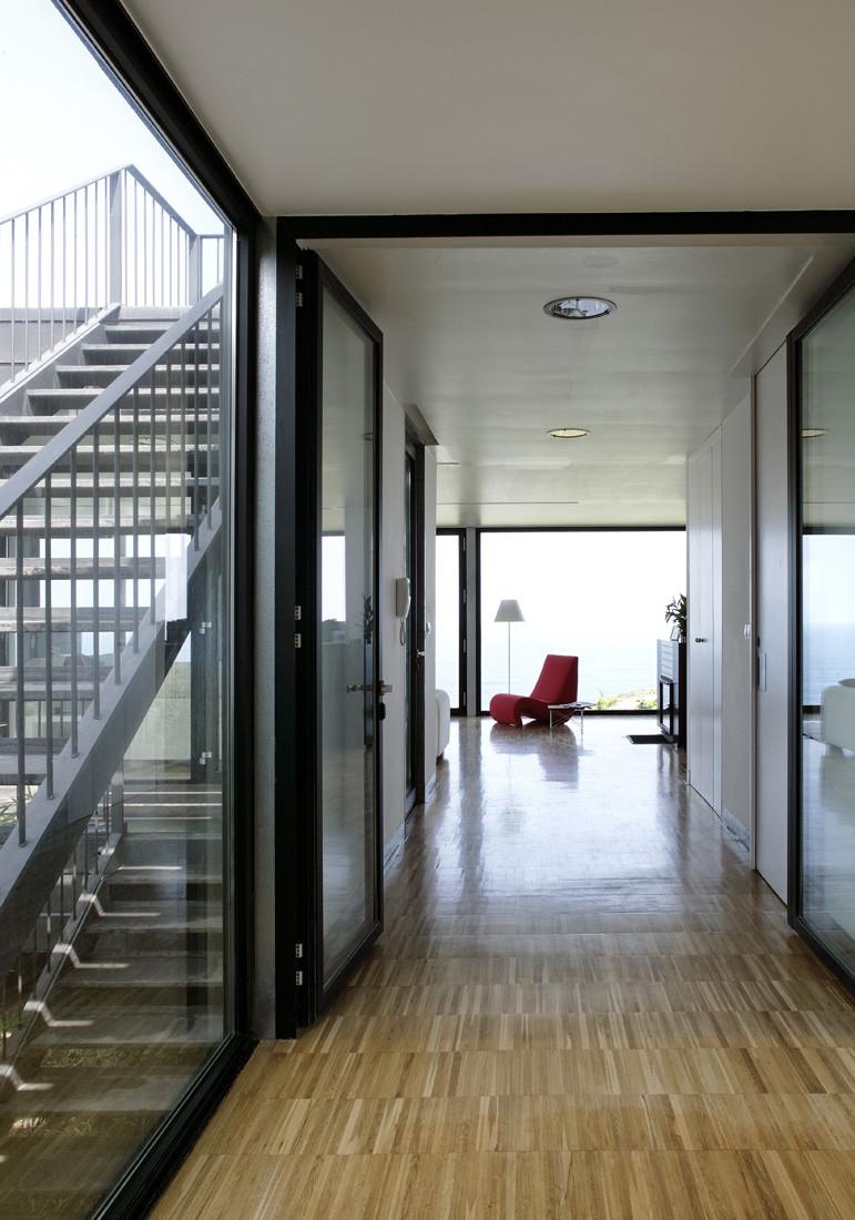 """6 casa - Casa Os: """"Techo verde"""" en el Cantábrico en busca de olas, viento y mar (Loredo, Cantabria)"""