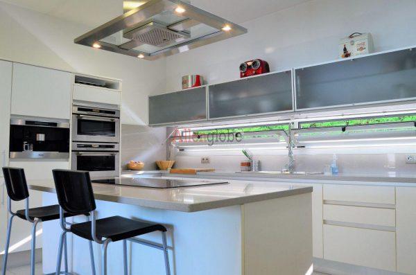 62940833 2583683 foto 299625 600x397 - Descubre este pequeño chalet de estructura moderna y diseño lujoso en Oviedo, Asturias