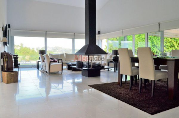 62940833 2583683 foto 303208 600x397 - Descubre este pequeño chalet de estructura moderna y diseño lujoso en Oviedo, Asturias
