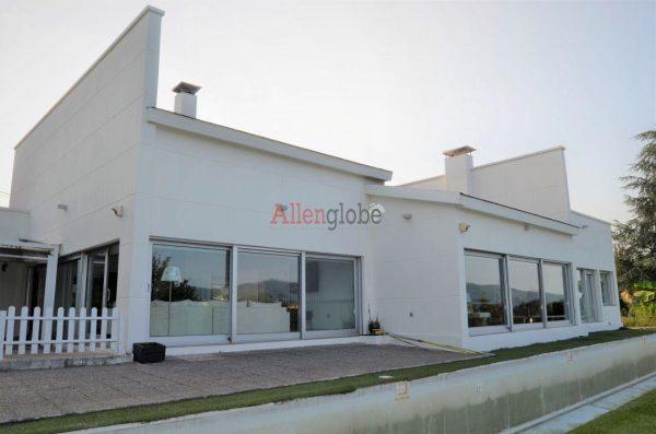 62940833 2583683 foto 639280 600x397 - Descubre este pequeño chalet de estructura moderna y diseño lujoso en Oviedo, Asturias