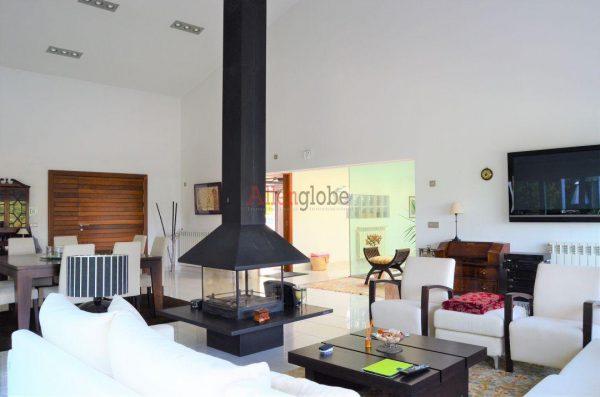 62940833 2583683 foto 885818 600x397 - Descubre este pequeño chalet de estructura moderna y diseño lujoso en Oviedo, Asturias