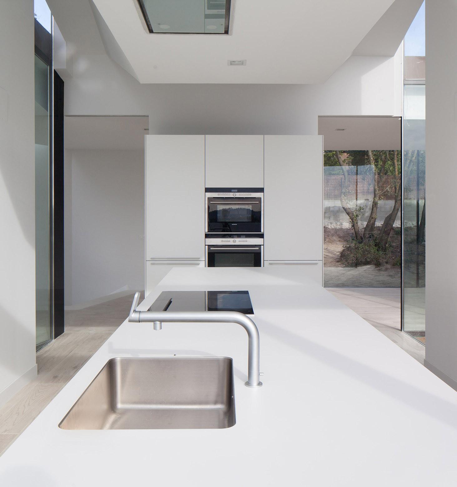 631 - Diseño tentacular y luminoso ambiente minimalista en Castellcir, Barcelona