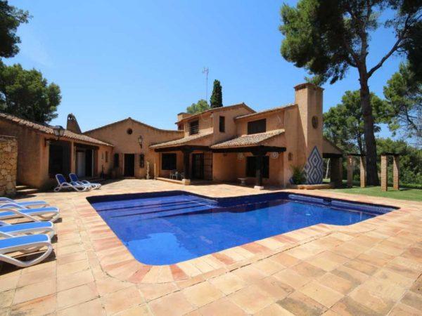 63422133 2035068 foto 061913 600x450 - El estilo rústico de este chalet se funde con los parajes naturales de Jávea (Valencia)