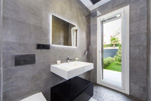 63621276 1985762 foto 127902 600x400 - Descubre esta pequeña villa de estructura moderna y diseño lujoso en Finestrat, Alicante