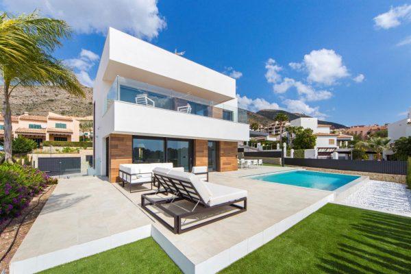 63621276 1985762 foto 284727 600x400 - Descubre esta pequeña villa de estructura moderna y diseño lujoso en Finestrat, Alicante