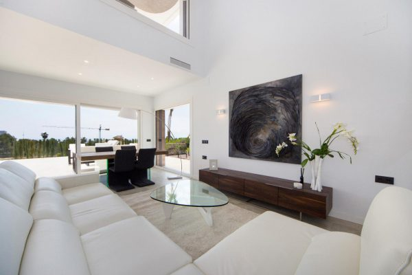 63621276 1985762 foto 804755 600x400 - Descubre esta pequeña villa de estructura moderna y diseño lujoso en Finestrat, Alicante