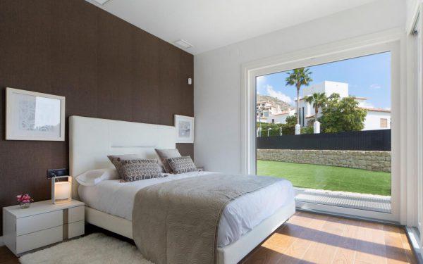 63621276 1985762 foto 911601 e1511344352297 600x375 - Descubre esta pequeña villa de estructura moderna y diseño lujoso en Finestrat, Alicante