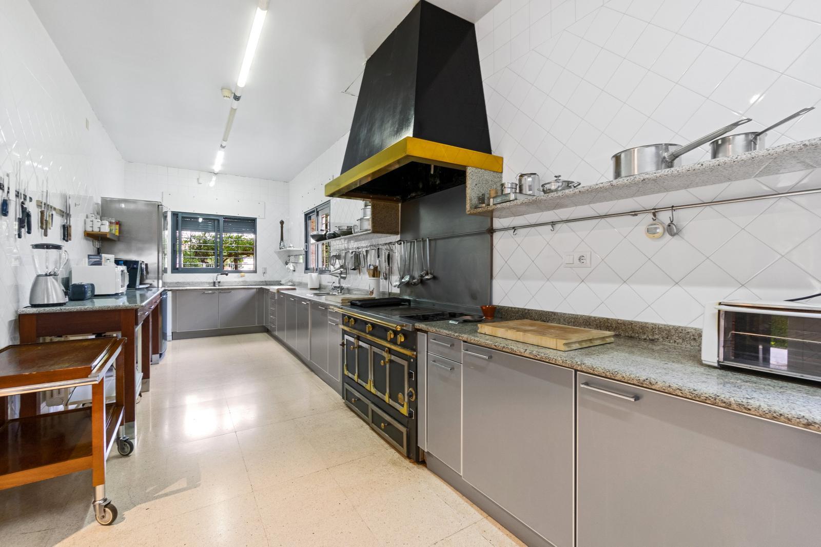 64977240 3223954 foto127967717 - Lujo, diseño y funcionalidad en esta villa en Campoamor (Alicante)