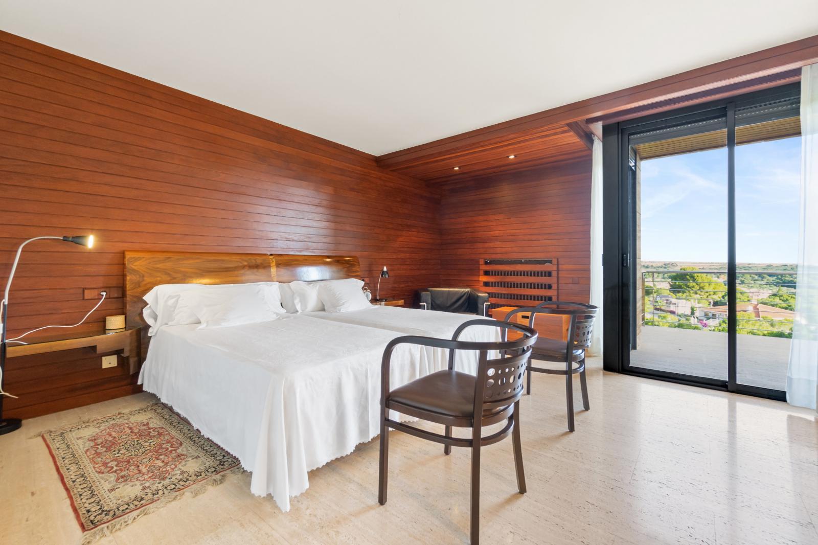 64977240 3223954 foto127967728 - Lujo, diseño y funcionalidad en esta villa en Campoamor (Alicante)