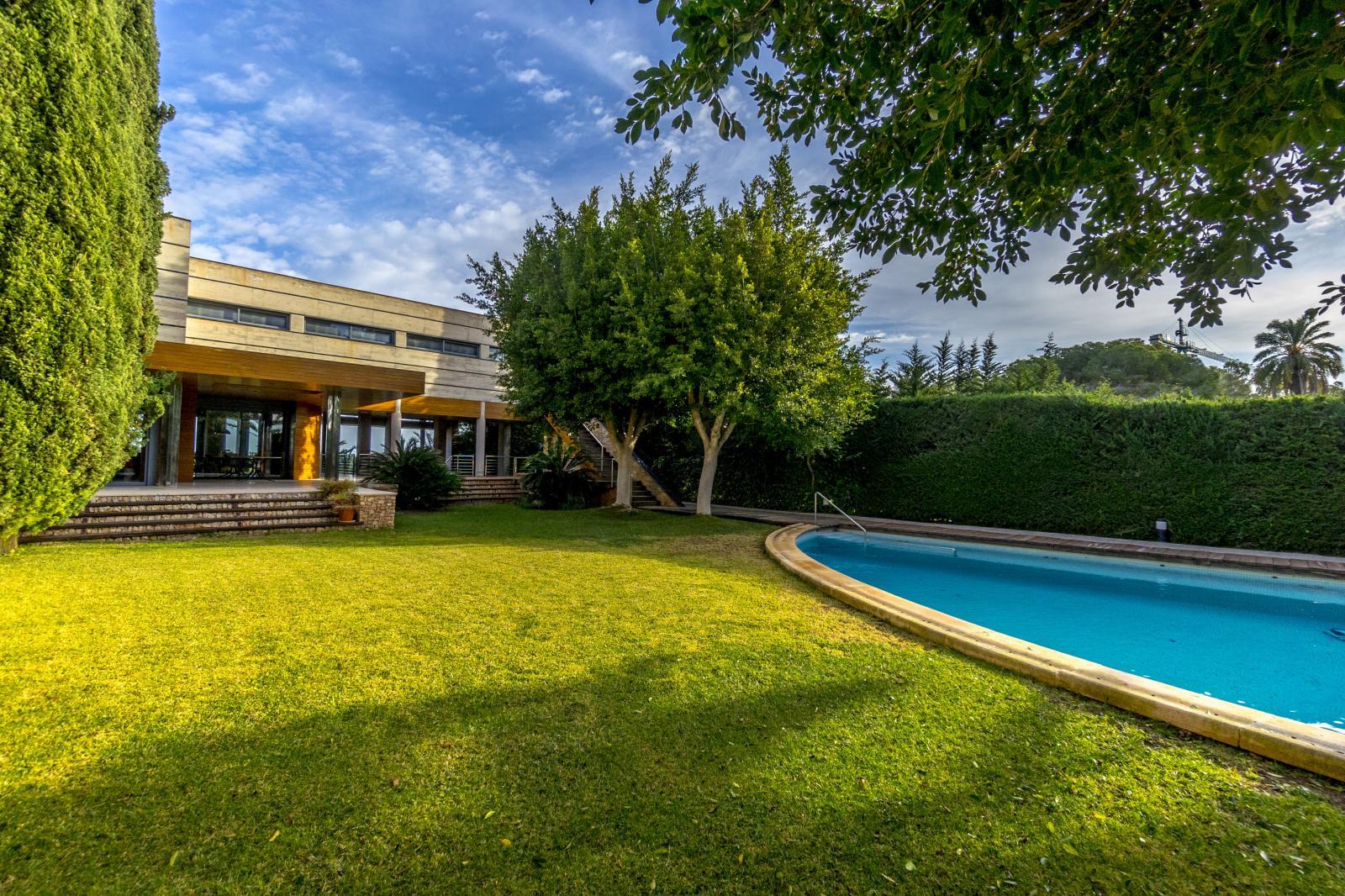 64977240 3223954 foto127967739 - Lujo, diseño y funcionalidad en esta villa en Campoamor (Alicante)