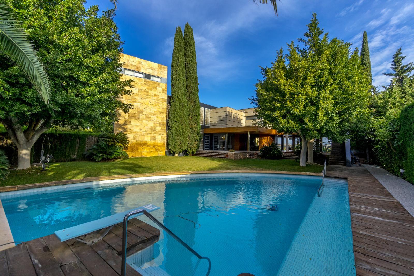64977240 3223954 foto127967740 - Lujo, diseño y funcionalidad en esta villa en Campoamor (Alicante)