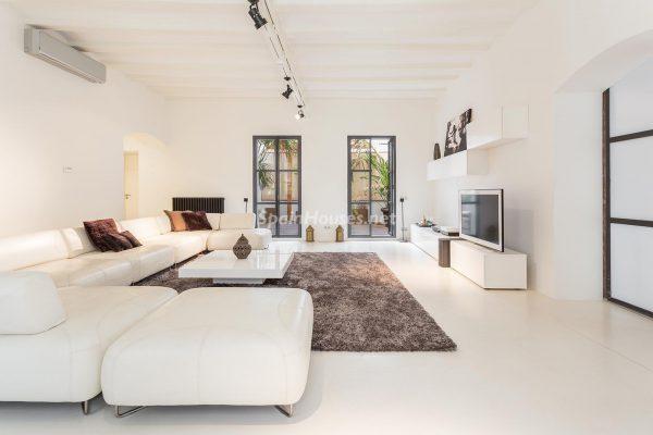65057482 2048607 foto 436805 600x400 - Apartamento minimalista y moderno en pleno Barrio Gótico de Barcelona