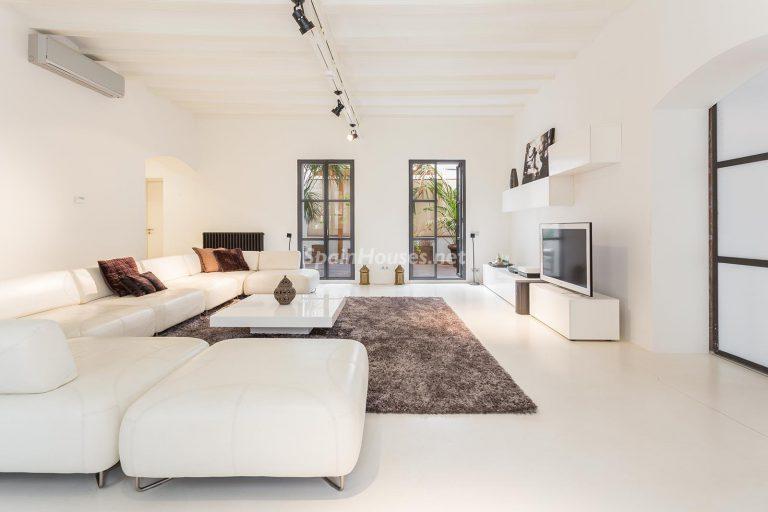 Apartamento minimalista y moderno en pleno Barrio Gótico de Barcelona