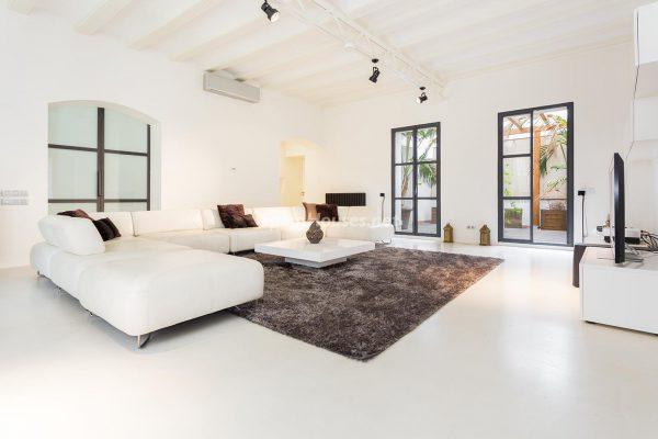 65057482 2048607 foto 887856 1 600x400 - Apartamento minimalista y moderno en pleno Barrio Gótico de Barcelona
