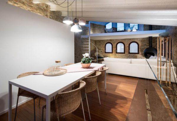 65057482 2048710 foto 226895 768x524 600x409 - La fusión perfecta de estilo rústico y moderno en esta casa en Girona, Cataluña