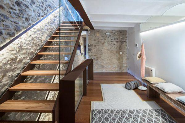 65057482 2048710 foto 819110 768x512 600x400 - La fusión perfecta de estilo rústico y moderno en esta casa en Girona, Cataluña
