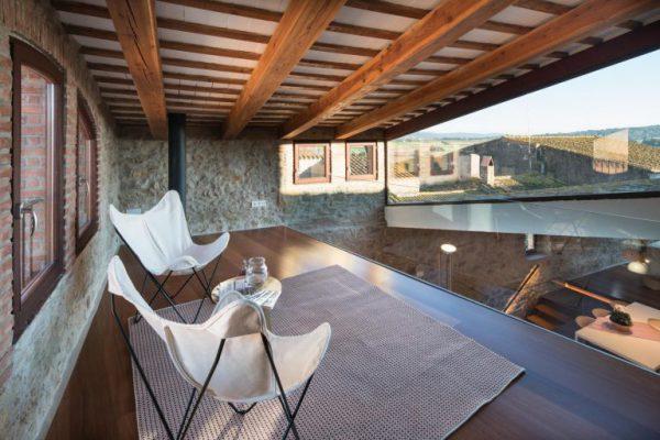 65057482 2048710 foto 983671 768x512 600x400 - La fusión perfecta de estilo rústico y moderno en esta casa en Girona, Cataluña