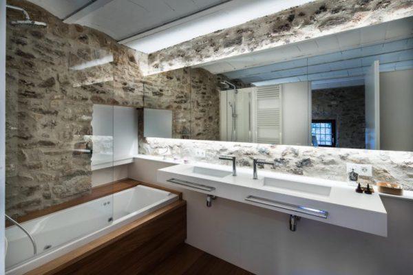 65057482 2048710 foto 989286 768x512 600x400 - La fusión perfecta de estilo rústico y moderno en esta casa en Girona, Cataluña