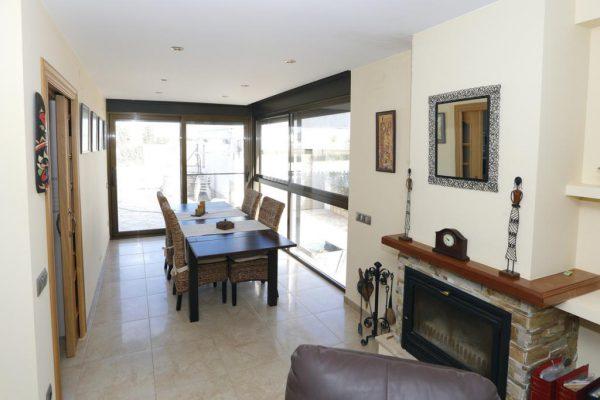 65714154 2283548 foto 121266 600x400 - Acogedora casa con piscina y jardín en Alcanar (Tarragona)