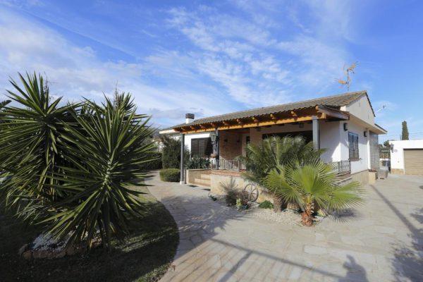 65714154 2283548 foto 454839 600x400 - Acogedora casa con piscina y jardín en Alcanar (Tarragona)
