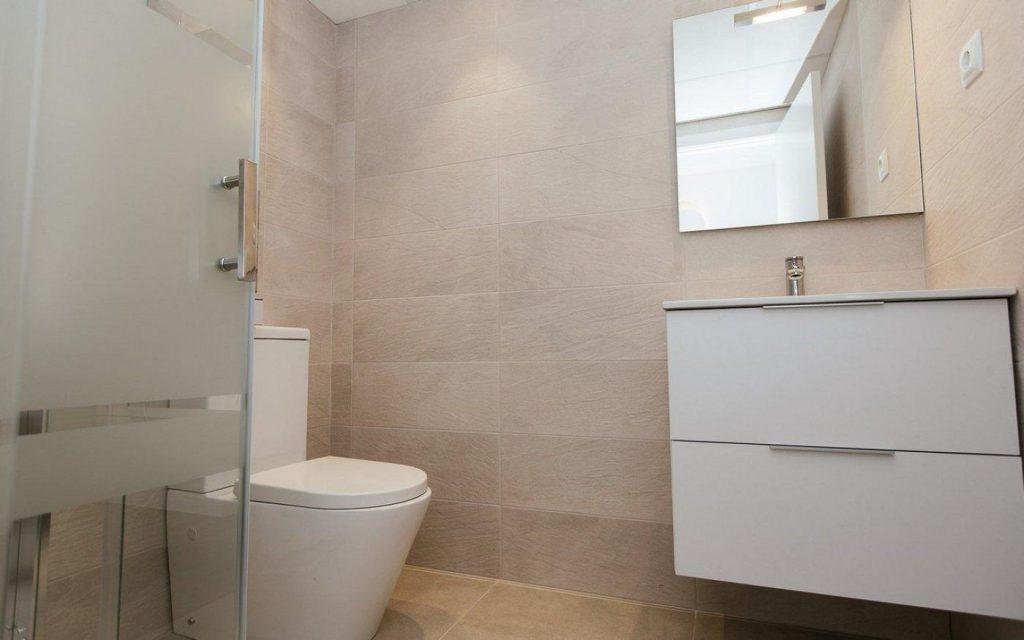 66754663 2662229 foto 146905 1024x640 - Apartamento en primerísima línea de playa a precio de ocasión en La Manga del Mar Menor (Murcia)