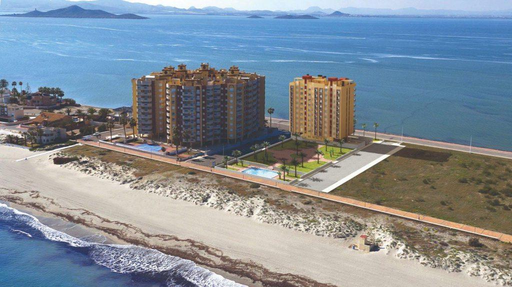 66754663 2662229 foto 232359 1024x575 - Apartamento en primerísima línea de playa a precio de ocasión en La Manga del Mar Menor (Murcia)
