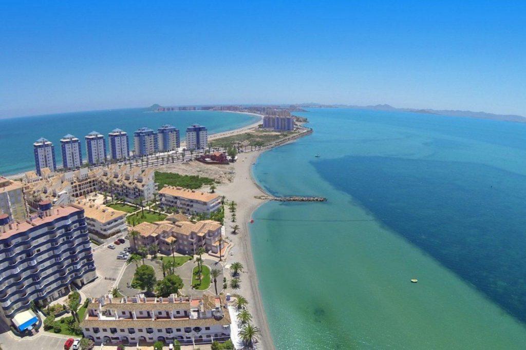 66754663 2662229 foto 901294 1024x682 - Apartamento en primerísima línea de playa a precio de ocasión en La Manga del Mar Menor (Murcia)