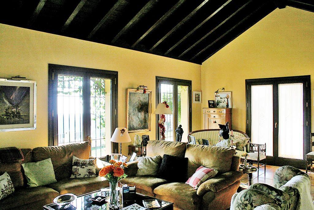 66884997 2028873 foto 131398 1024x683 - Mar y montaña en una espectacular villa en Benahavís