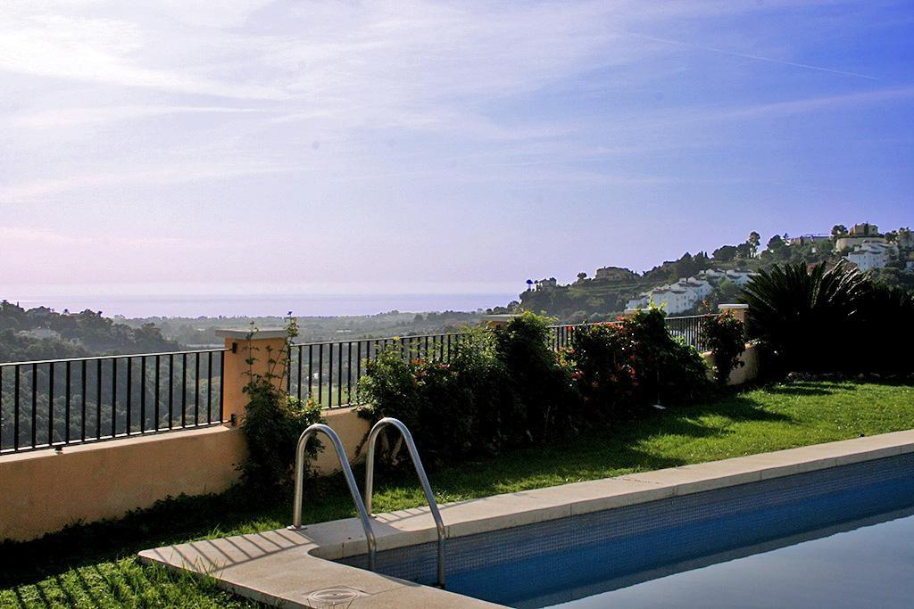 66884997 2028873 foto 323430 1024x683 - Mar y montaña en una espectacular villa en Benahavís