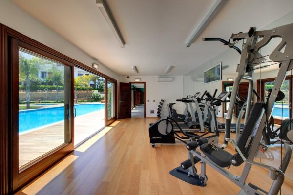 66884997 2030548 foto 577242 600x400 - Estilo neoclásico y vistas al mar en un apartamento en Estepona (Málaga)