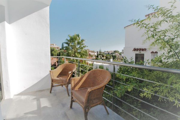 67714003 2455016 foto 186653 600x400 - Elegante y luminosa casa en Benalmádena (Málaga)