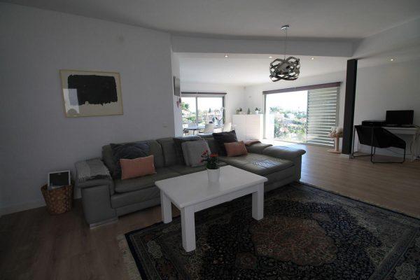 67714003 2455016 foto 205338 600x400 - Elegante y luminosa casa en Benalmádena (Málaga)